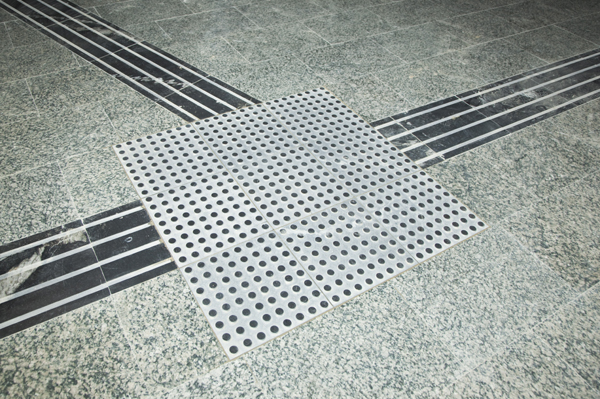 Non-slip integrated guidance paving