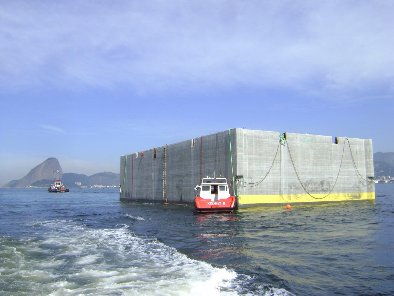 Caisson tug in Brazil