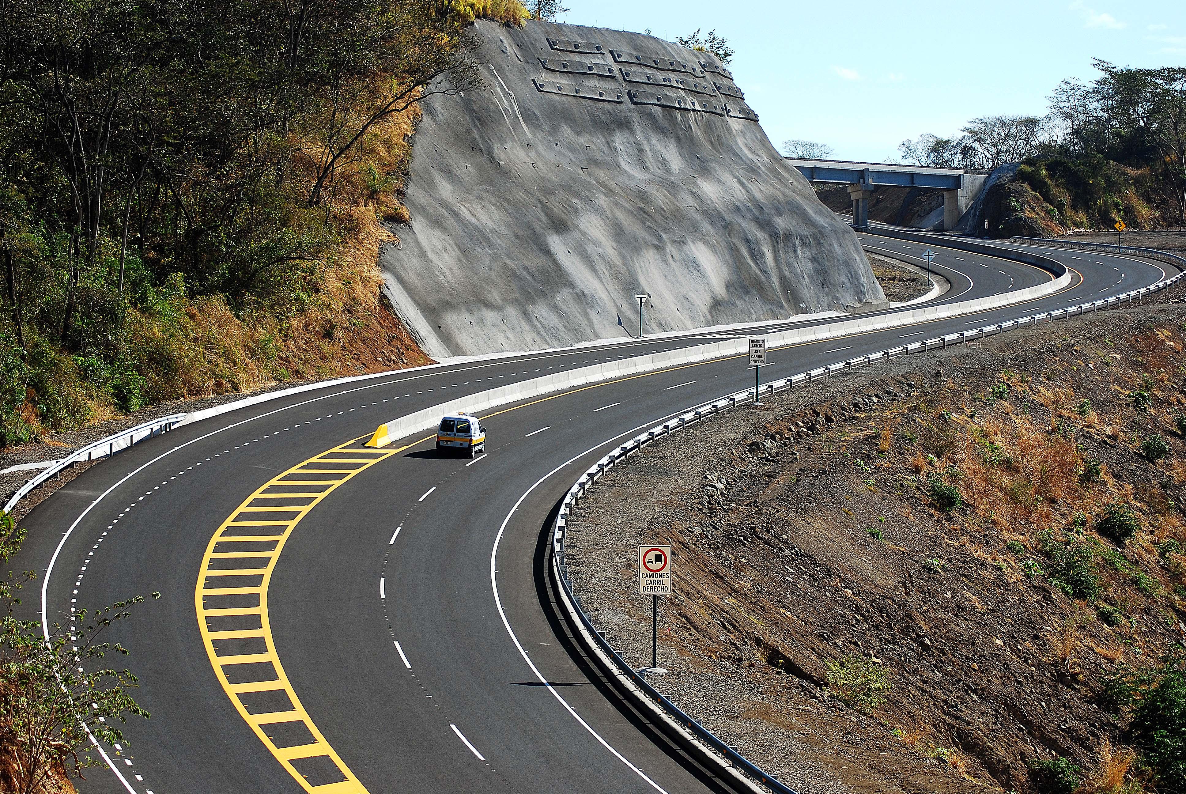 Sol motorway between San José and Caldera