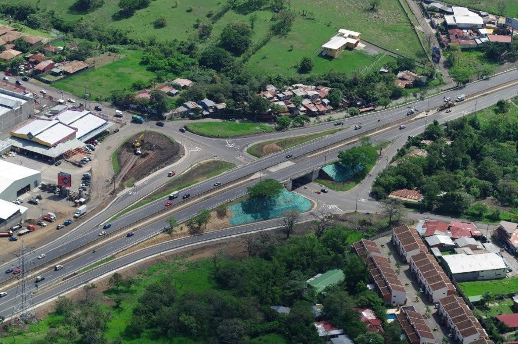 San Jose - Caldera Motorway. Guachipelin junction