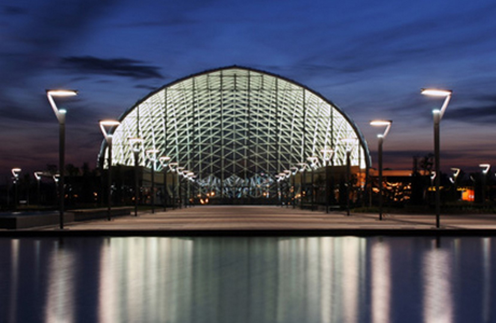 Valencia Trade Fair at night