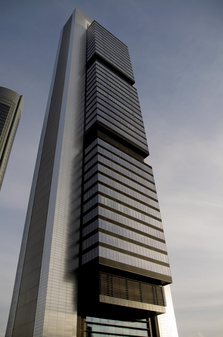 Castellana 259 Tower seen from the ground