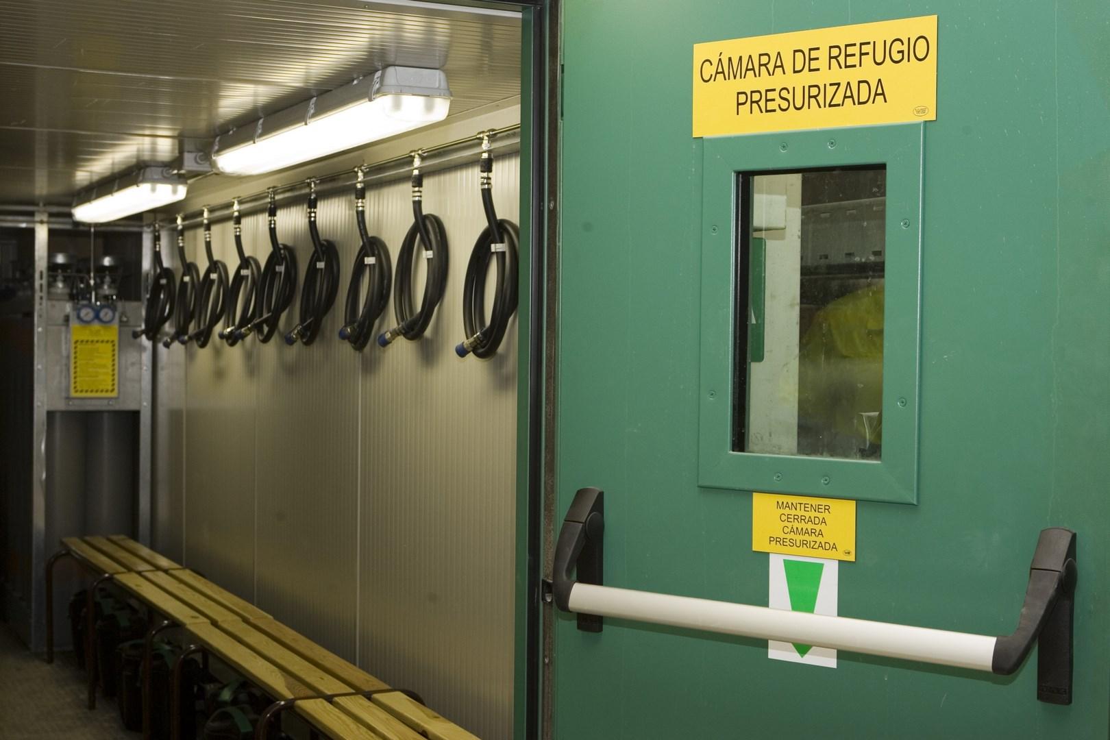 Pressurised refuge chamber