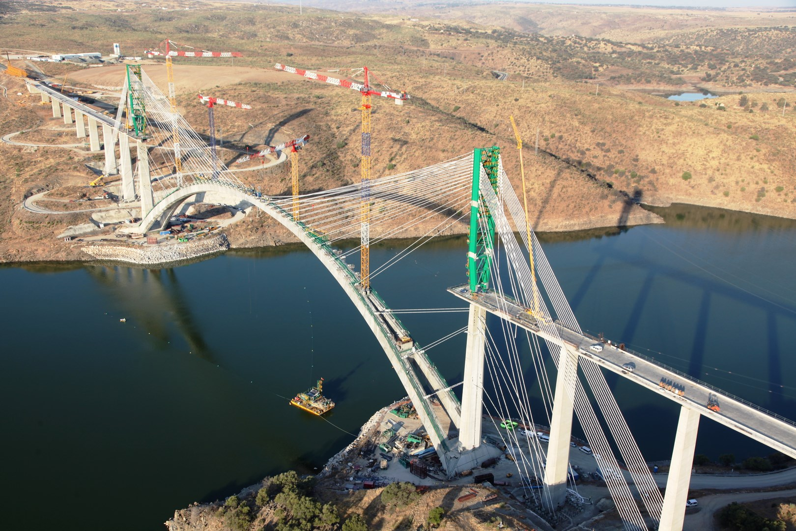 Construction of the Almonte Viaduct