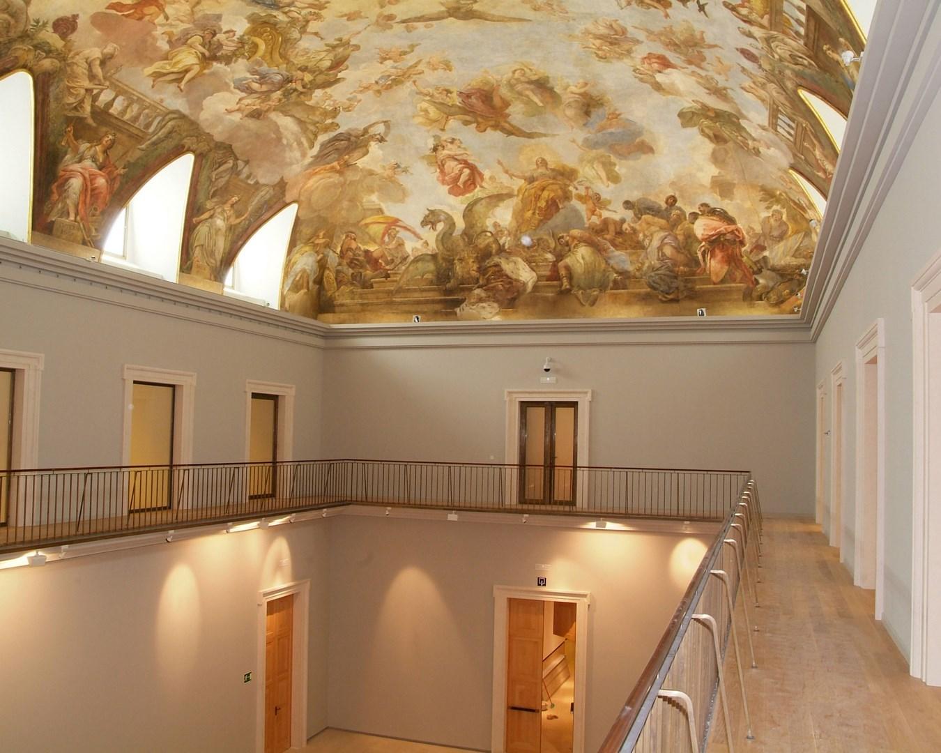Salón con cubierta abovedada
