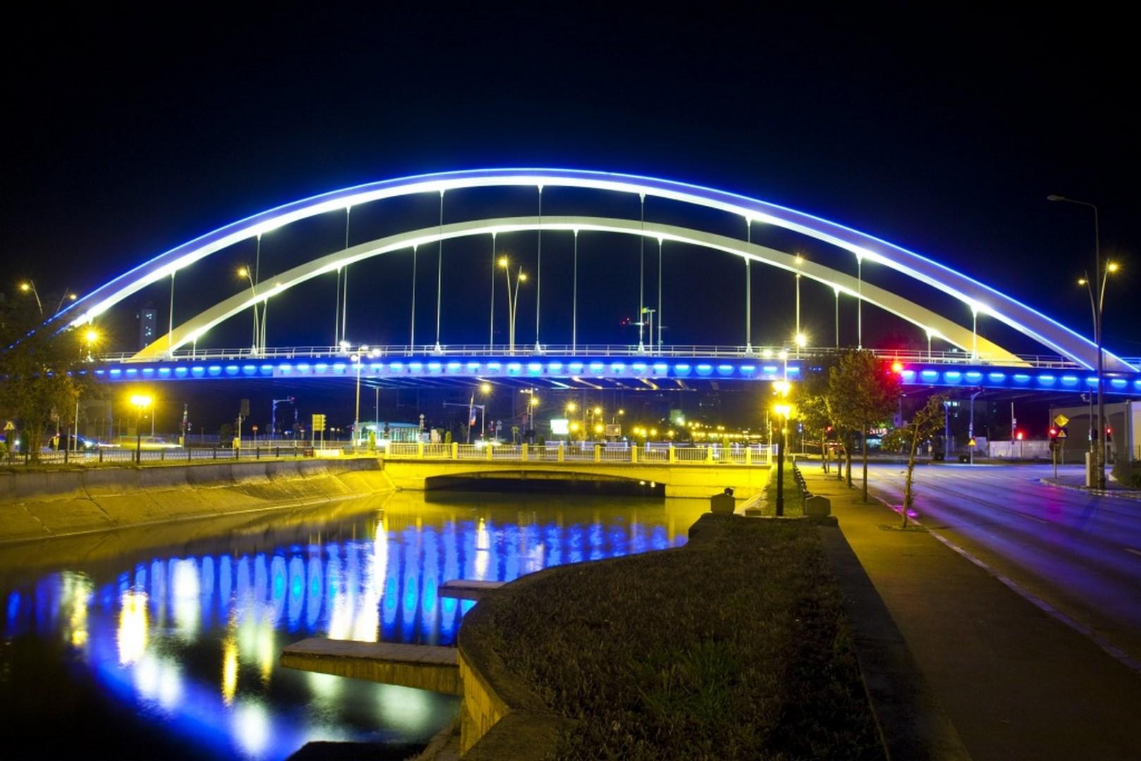 Puente de Basarab. Arco sobre el rio Dambovita