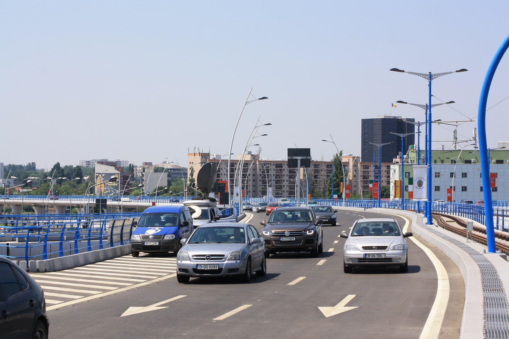 Vehicle traffic on the Basarab Viaduct