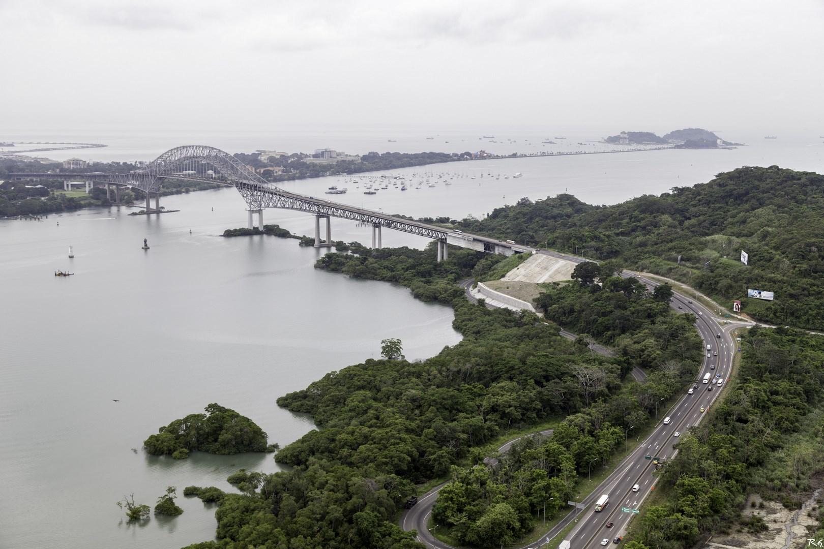 Vista aérea del puente de las Américas