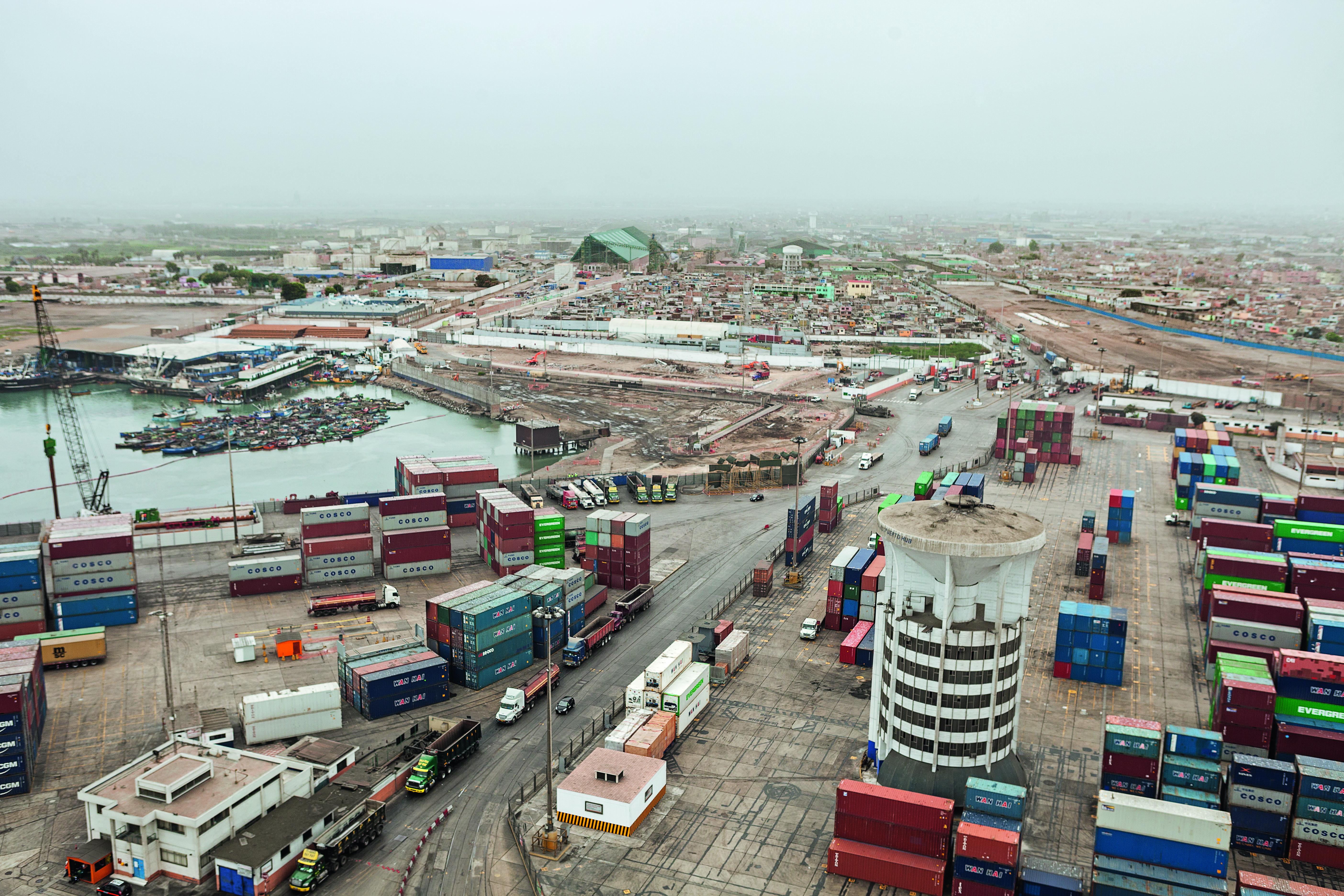 Vista aérea construcción Puerto el Callao