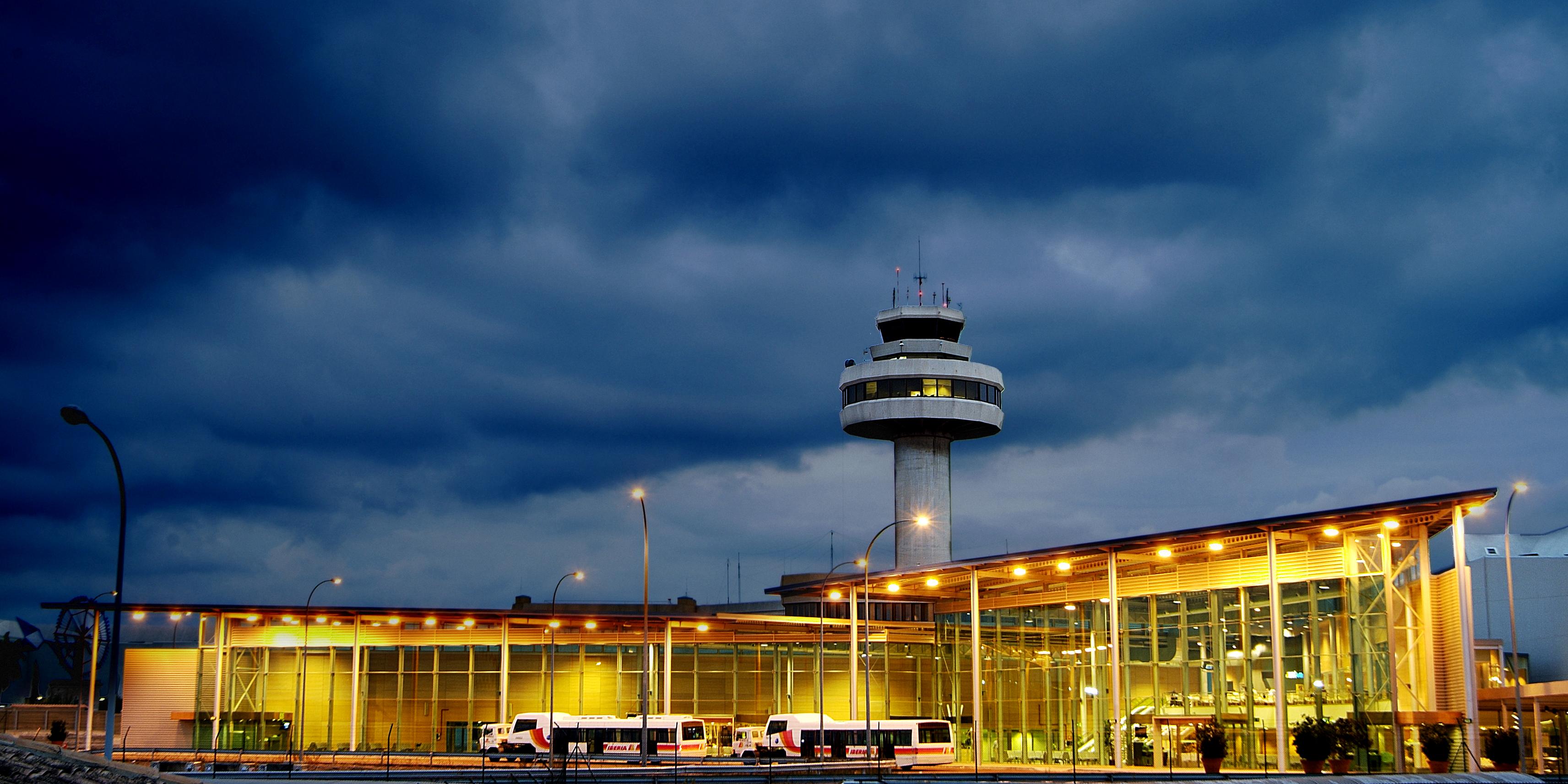 Edificio interislas aeropuerto Palma Mallorca