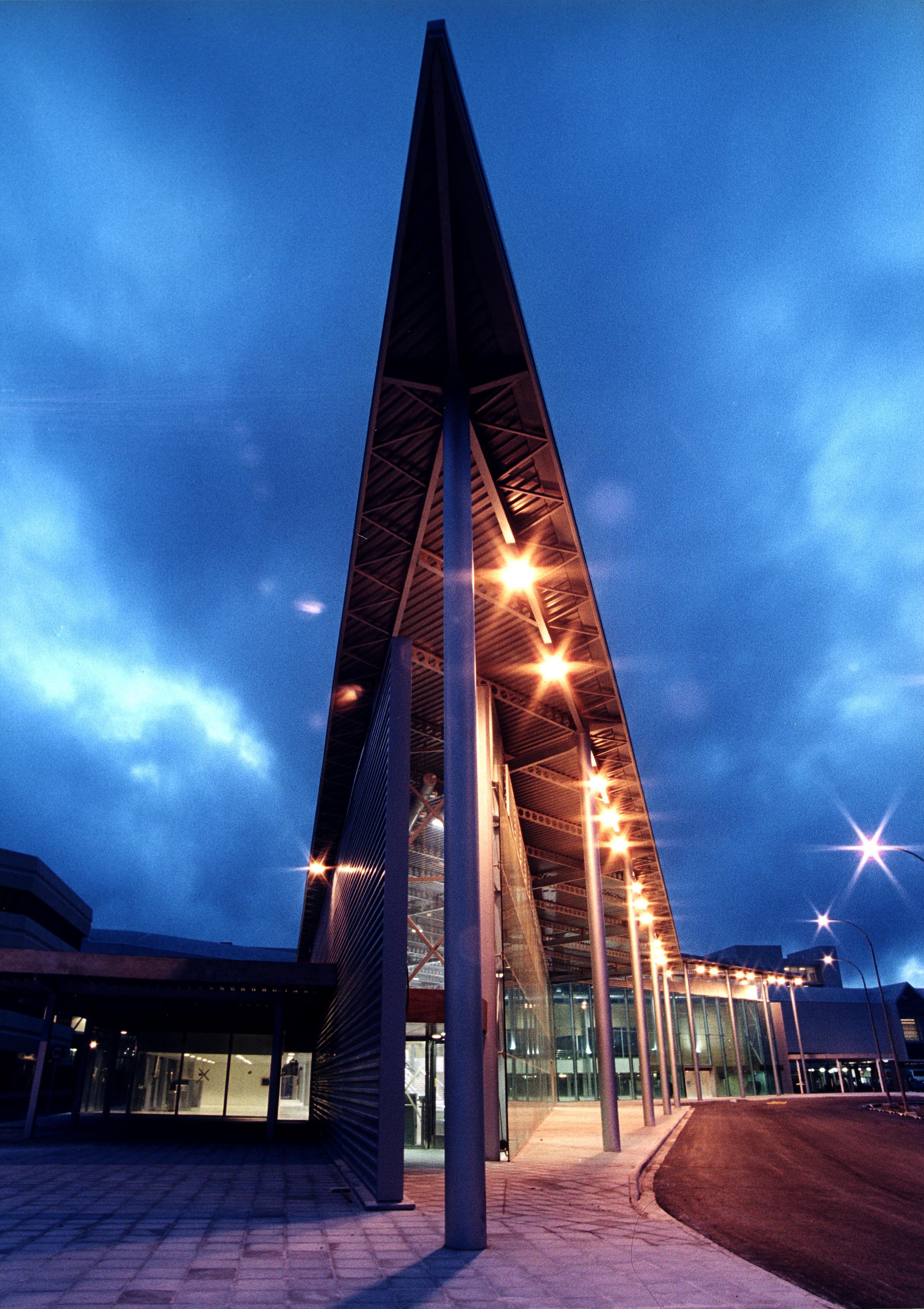 Edificio interislas  nocturna