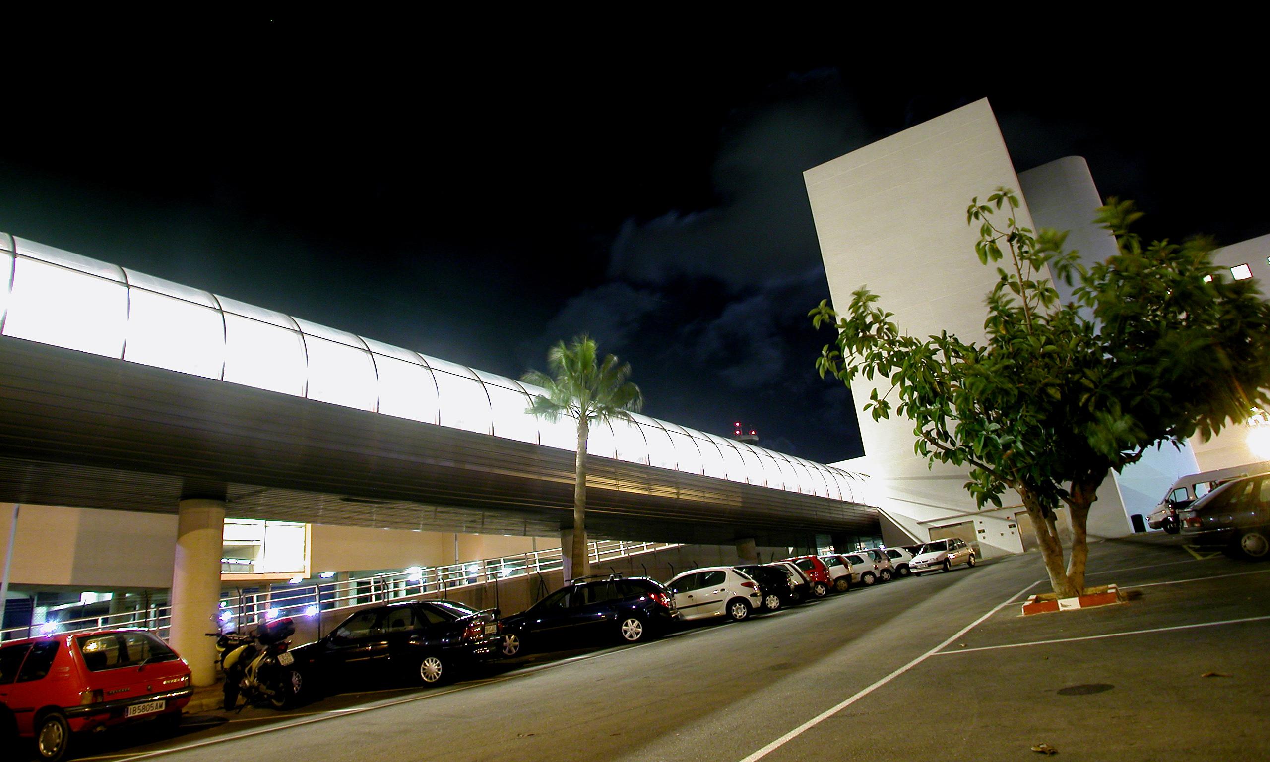 vista exterior pasarela aeropuerto Palma Mallorca