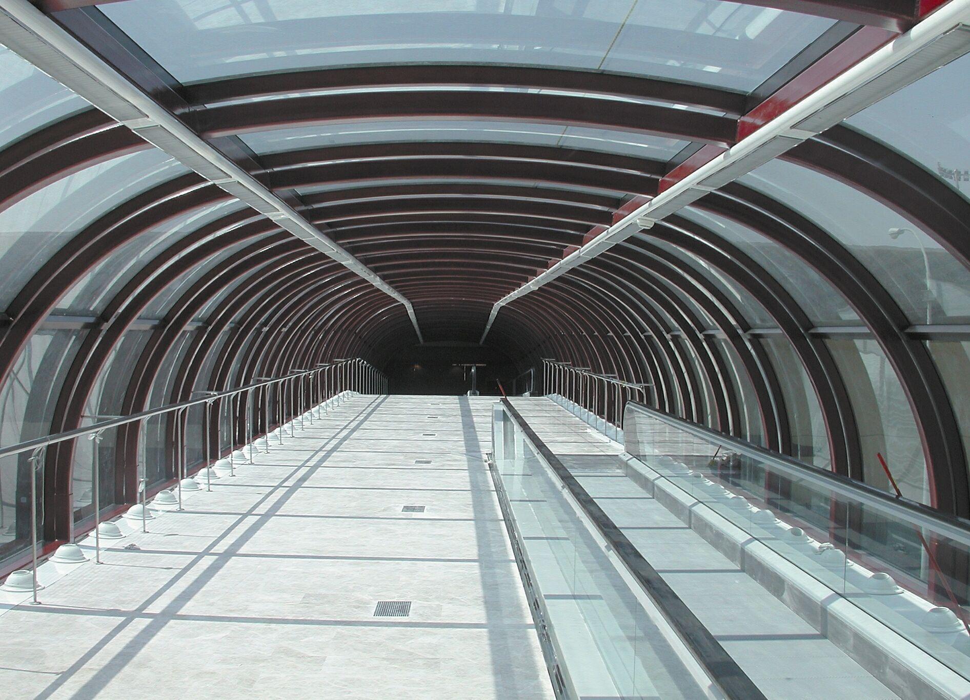 vista interior pasarela aeropuerto Palma Mallorca