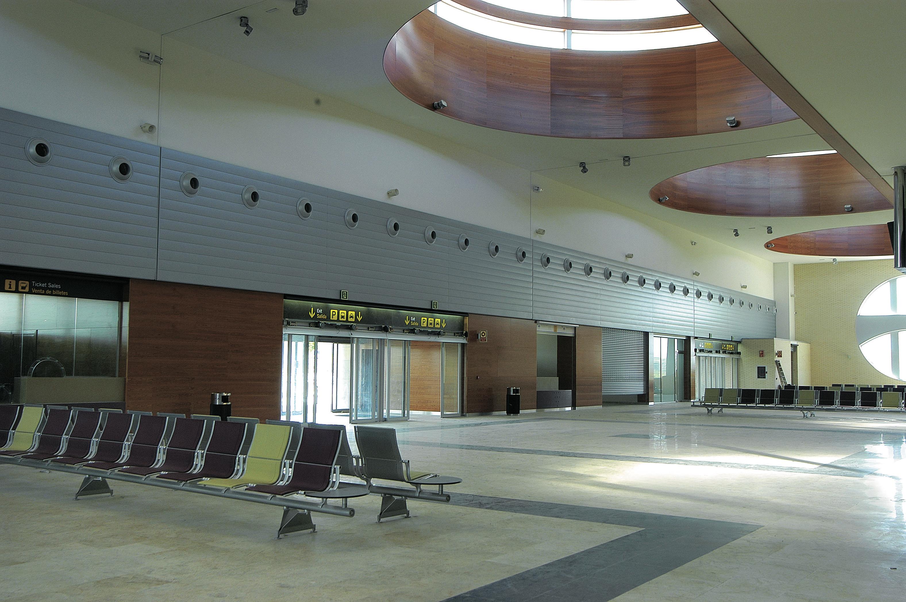 Aeropuerto Logroño interiores vista lateral