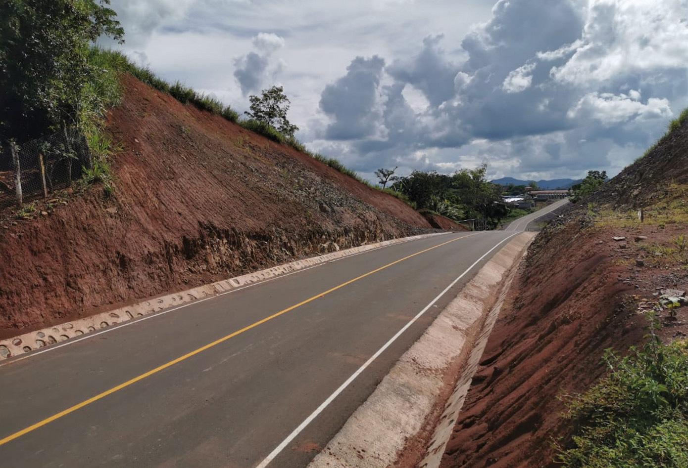 Los Chinamos-El Ayote Road